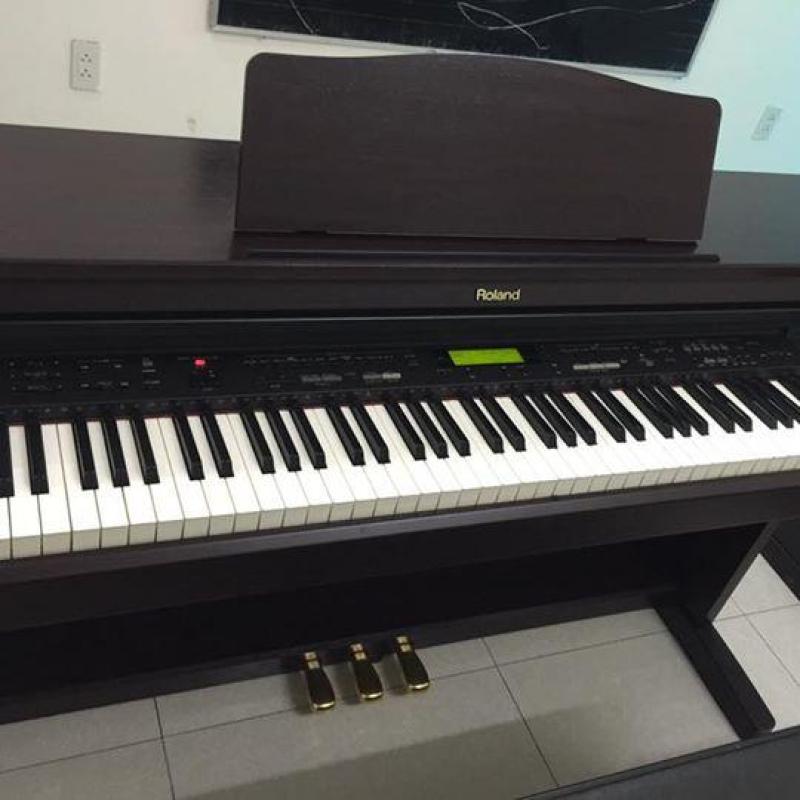 Đàn piano điện Roland KR277