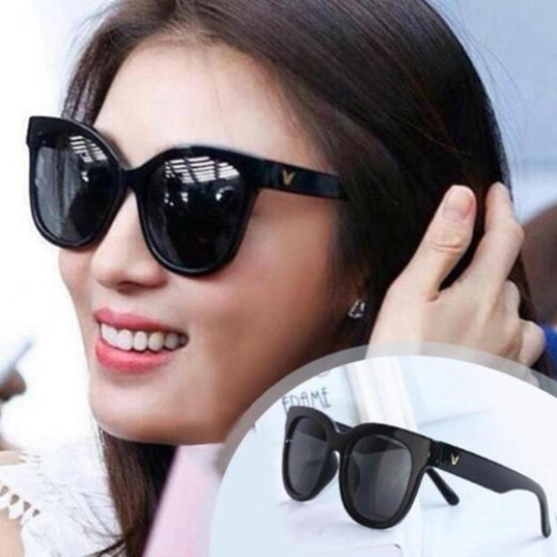 Mua Măt kính logo chữ V đen thời trang