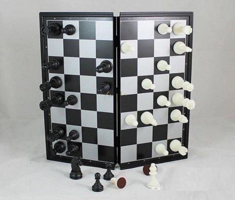 Hình ảnh Bàn cờ vua nam châm