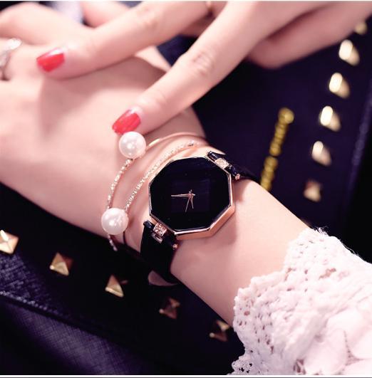Hình ảnh Đồng hồ nữ dây da Thiên Ân mặt 5 cạnh Hot chiếu 3D (Đen)