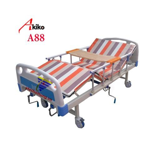 Hình ảnh Giường y tế 3 tay quay Akiko A88 có bô vệ sinh, bàn ăn