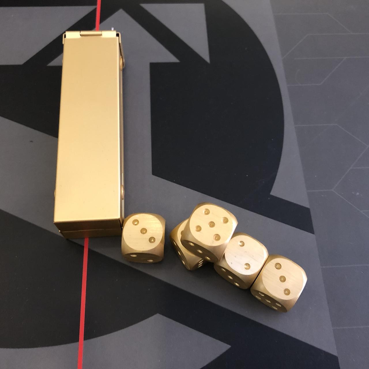 Hình ảnh Hộp nhôm 05 viên xí ngầu kim loại (Aluminium Dice Set)(Vàng Gold)