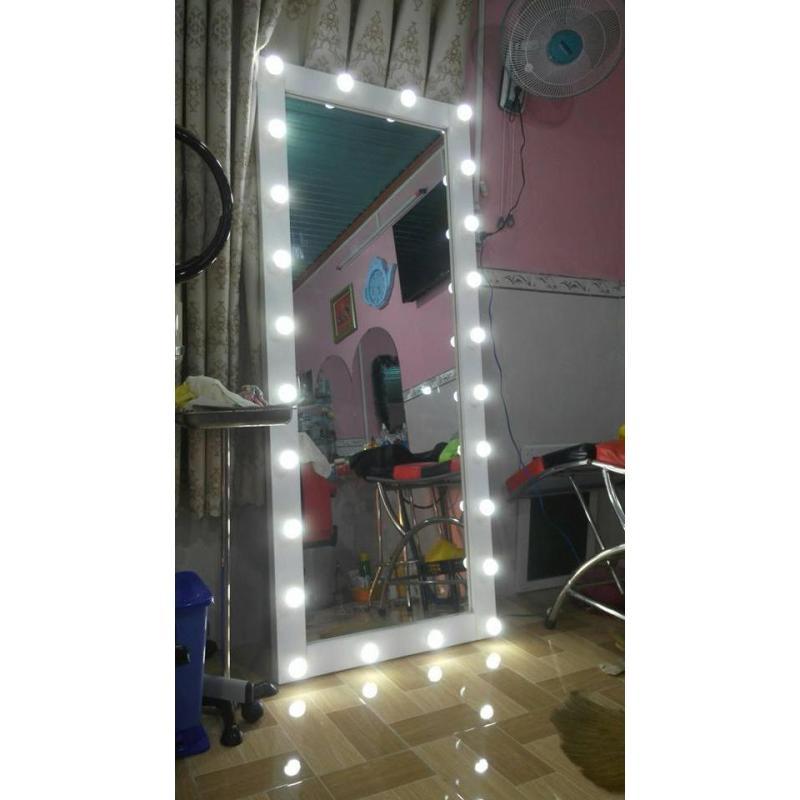 khung gương đèn led