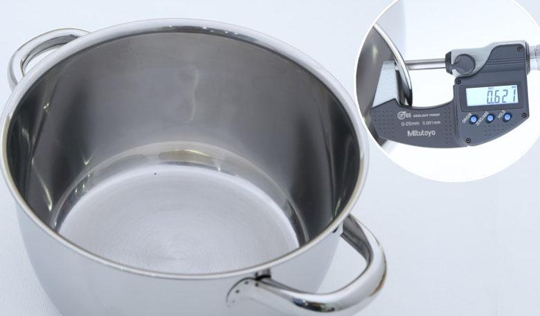 Nồi làm bằng chất liệu inox 430 sáng bóng, độ bền cao, không bị trầy xước, biến dạng, độ dày 0.6 mm.