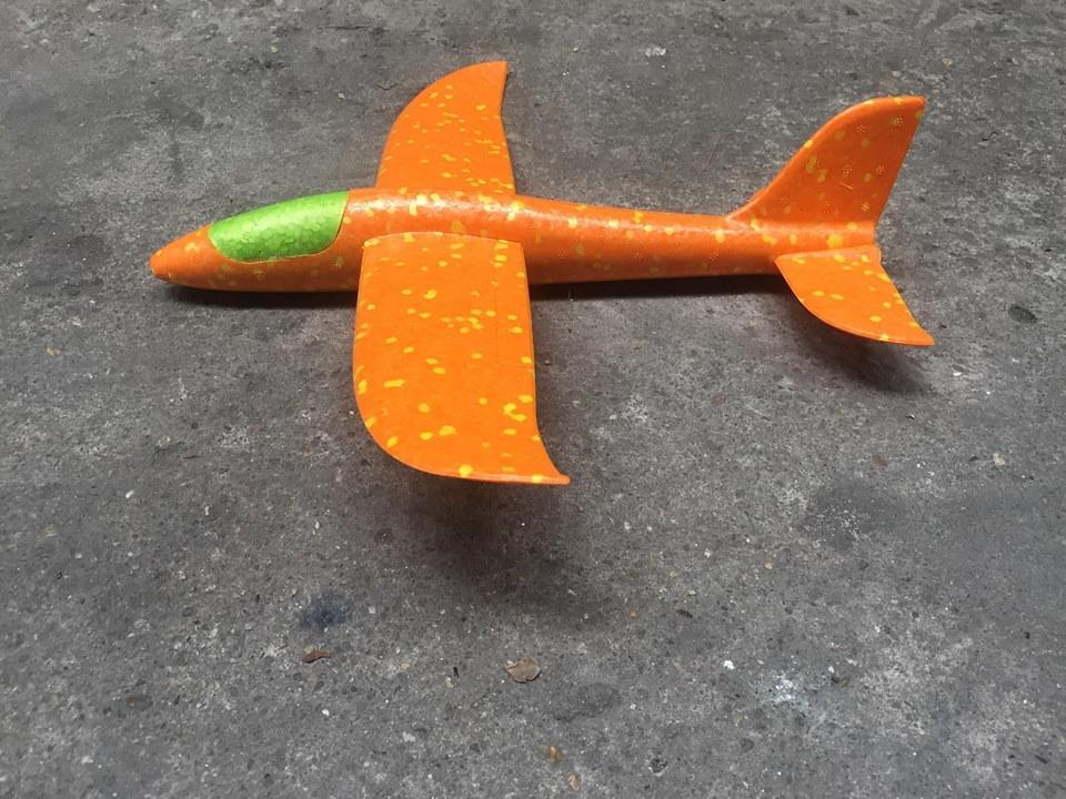 Hình ảnh May bay xốp mầu cam
