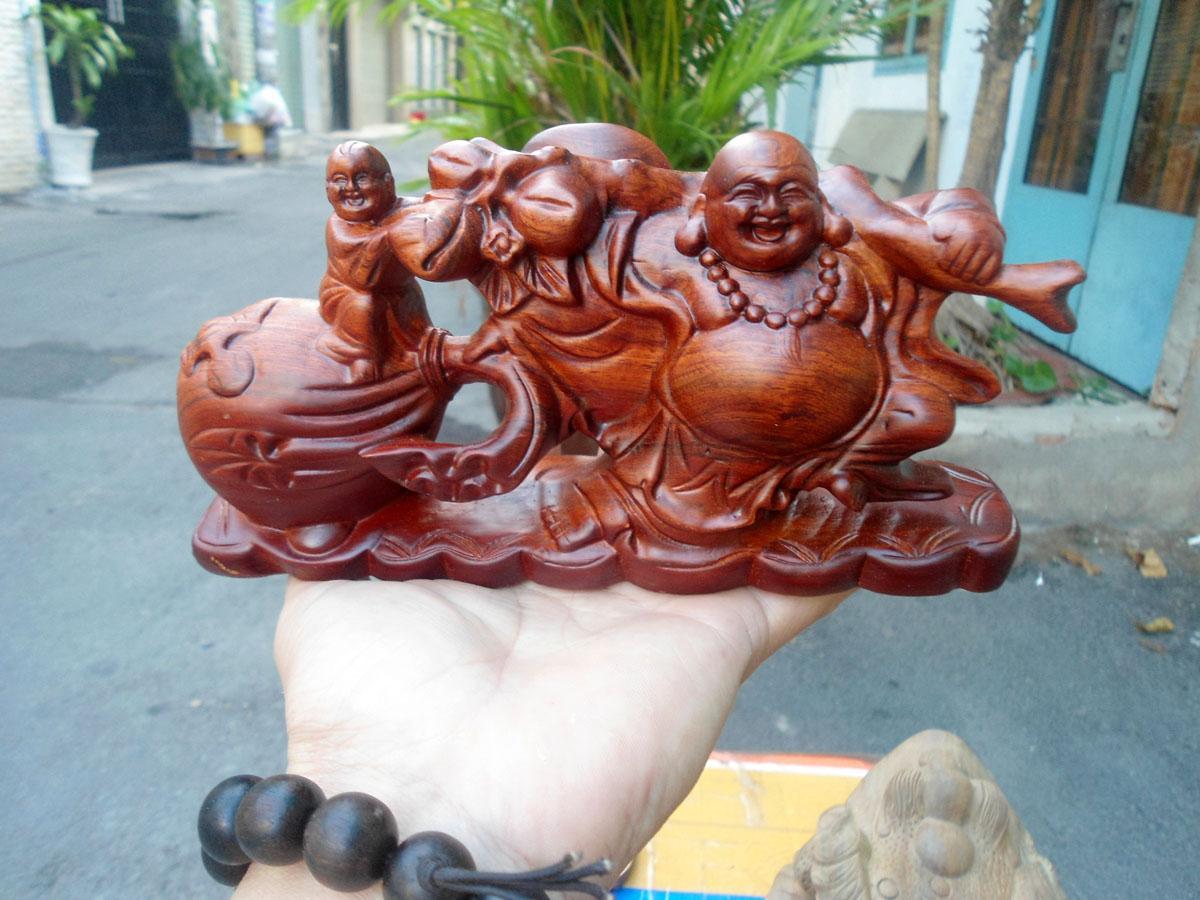 Tượng Phật Di Lặc để ô tô gỗ hương