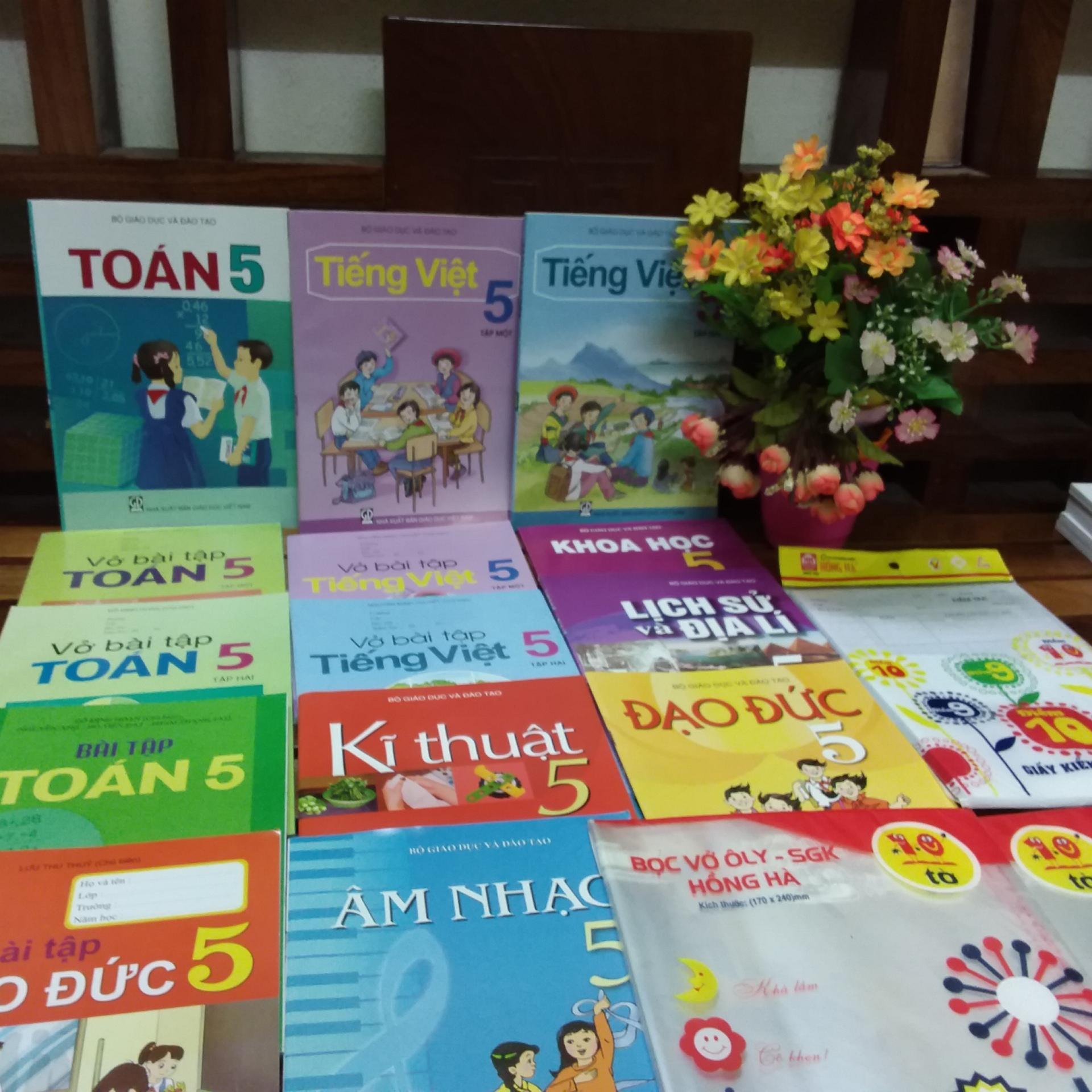 Mua Bộ sách giáo khoa lớp 5 ( gồm 18 cuốn sách + bài tập ) + 2 tập bọc sách giáo khoa +1 tập giấy kiểm tra Hồng hà