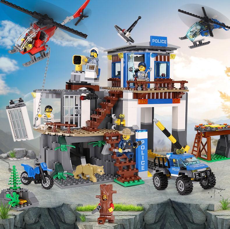 Hình ảnh Đồ chơi Lego Trụ Sở Cảnh Sát Núi