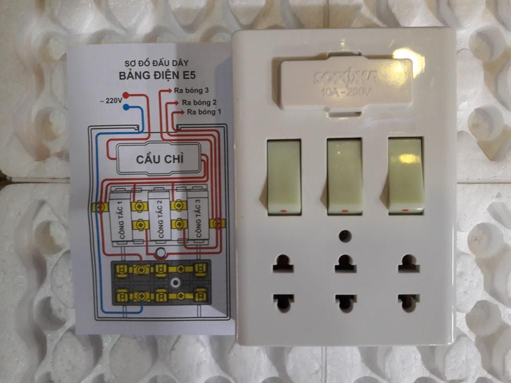 Hình ảnh Bảng Điện 3 Công Tắc E5 Sopoka