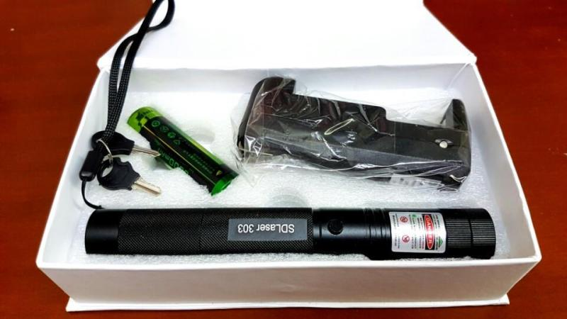 Bảng giá Đèn Laser SD303 + Bộ pin sạc kèm theo (tia xanh)