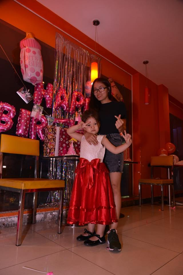 Hình ảnh Đầm công chúa sát nách cao cấp , dạ hội , dự tiệc , bé gái voan sang trọng ,2 lớp màu đỏ .(10-30KG)