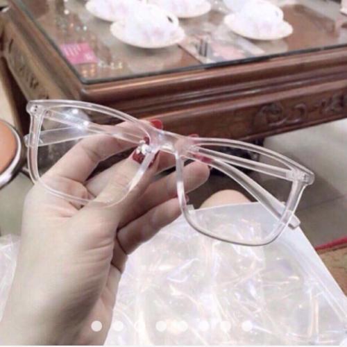 Hình ảnh Mắt kính gọng nhựa trong suốt kiểu dáng đẹp tôn nét