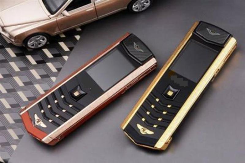 Điện thoại độc vk9 giá rẻ 2 sim tặng kèm pin thêm khủng