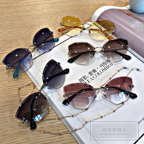 Tidak Ada Nama Toko Kacamata Polygon Tidak Beraturan Tanpa Bingkai Kacamata Tembus Pandang Gradien Kacamata Hitam Wanita Rantai Liontin-Internasional