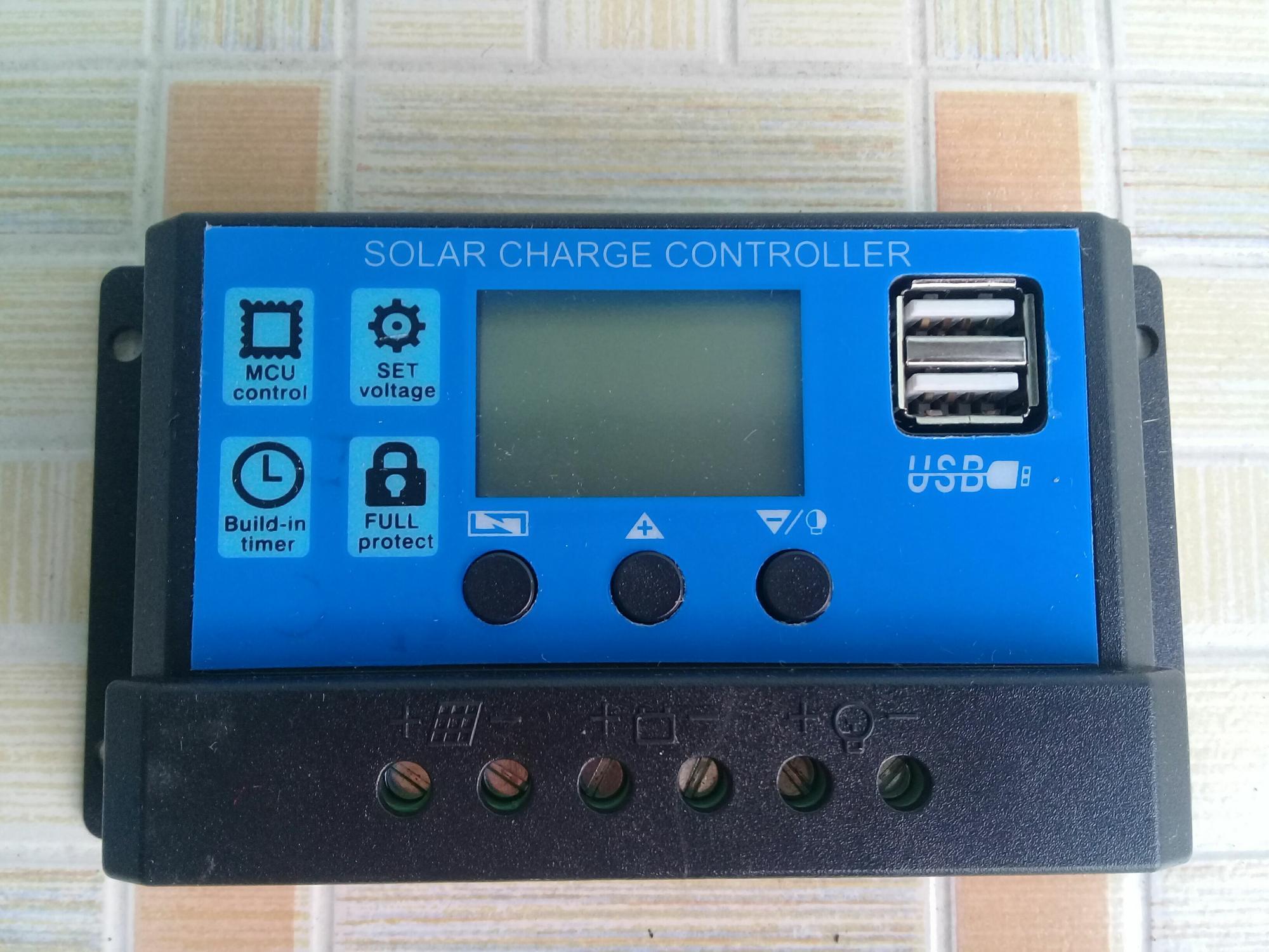 Điều khiển sạc PWM 20A 12V/24V có màn hình LED