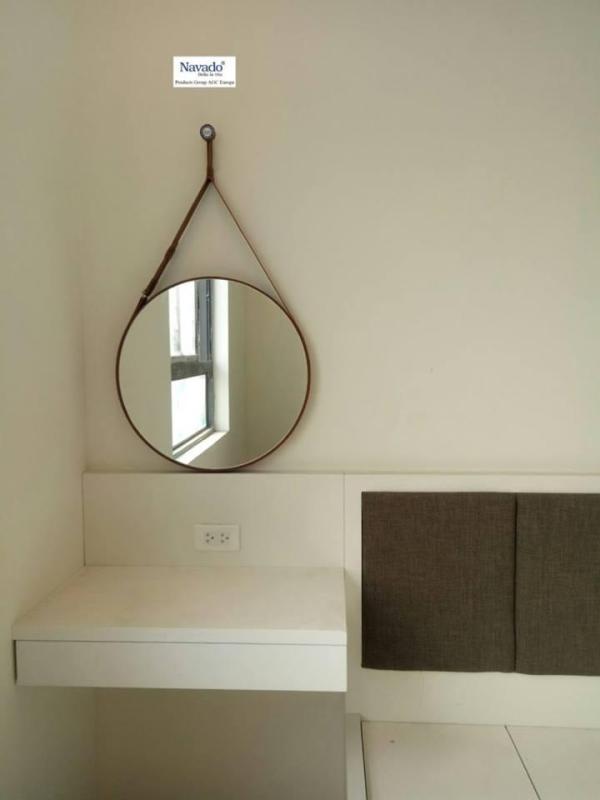 Gương tròn treo dây da Navado cho bàn trang điểm KT 50x50