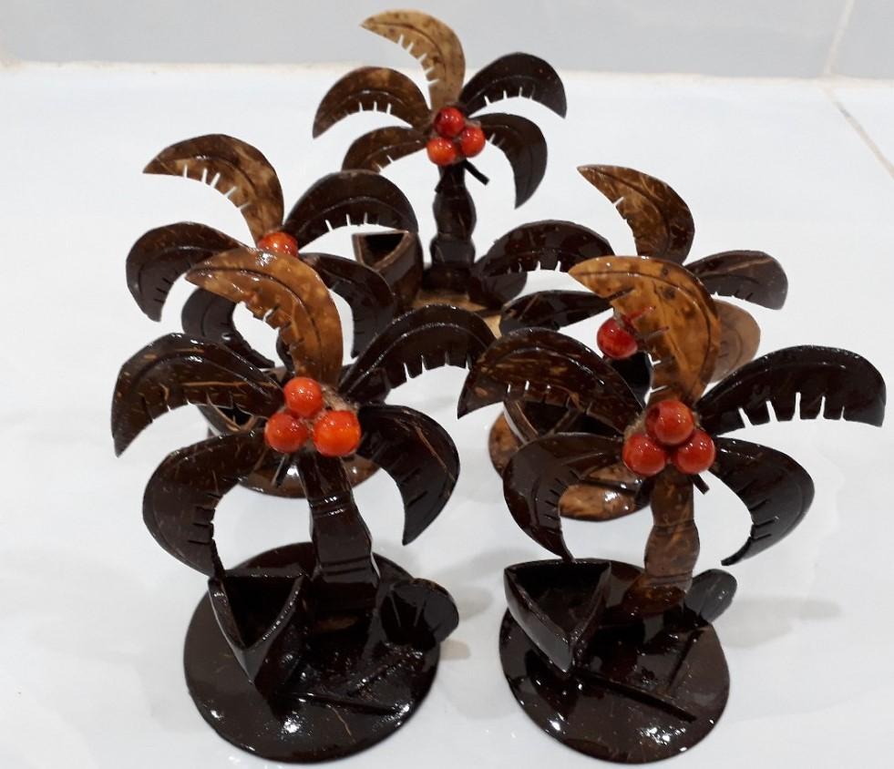 Dụng cụ để tăm hình cây dừa đặc trưng Việt Nam làm từ gáo dừa