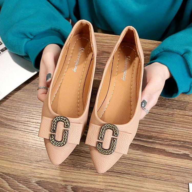 รองเท้าส้นเตี้ยทรงหัวแหลม By Taobao Collection.