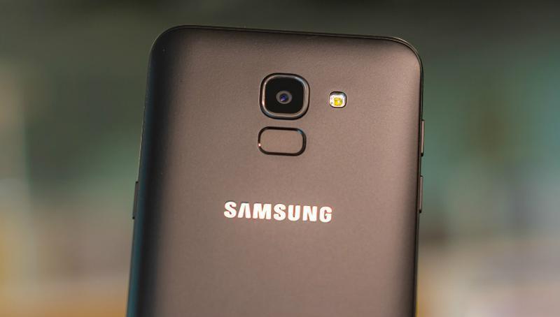 Điện thoại Samsung Galaxy J6
