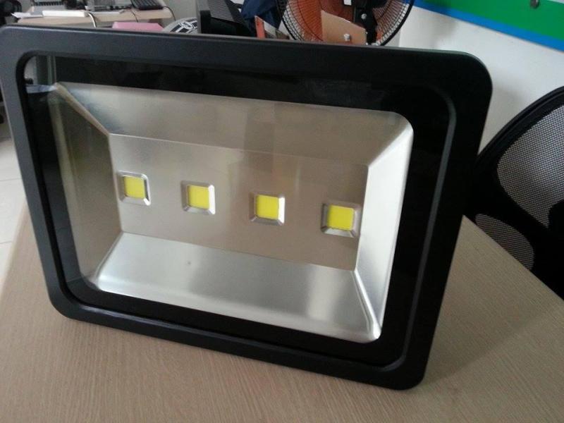 Bảng giá đèn pha VIVV 200W hàng dành cho công trình