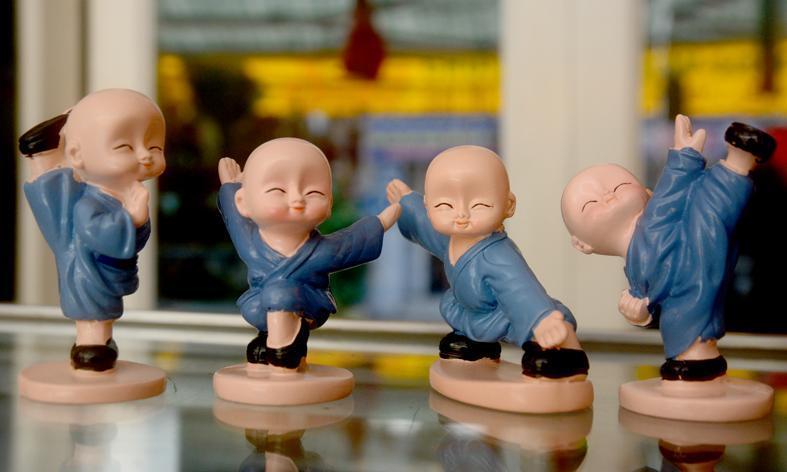 Hình ảnh Bộ tượng 4 chú tiểu múa võ