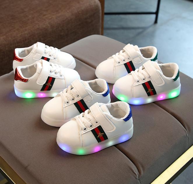 Hình ảnh Giày thể thao có đèn LED cho bé trai và bé gái