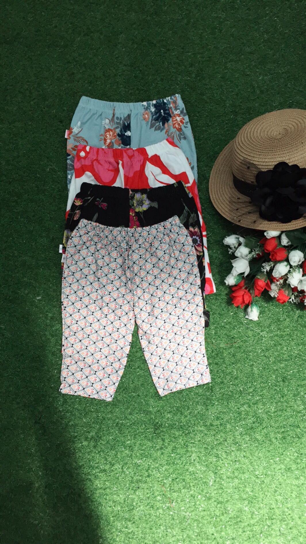 Giá bán quần lửng nhiều màu và hình khác nhau dành cho bé gái(giao màu ngẫu nhiên) cân nặng từ 10kg đến 15kg