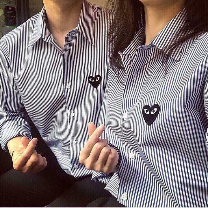 Hình ảnh Áo sơ mi sọc dọc thêu tim unisex mặc cặp cực yêu