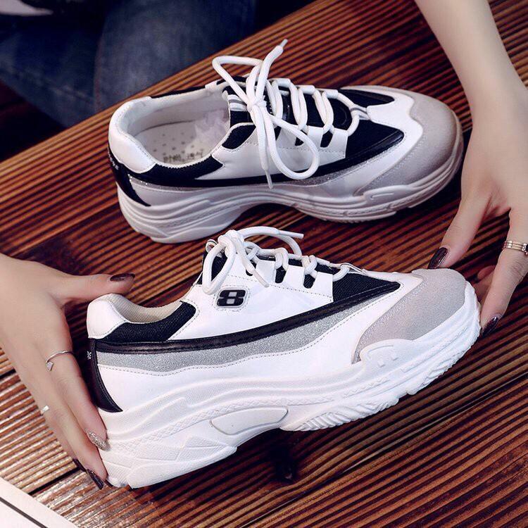 Hình ảnh giày số 8 trắng đen