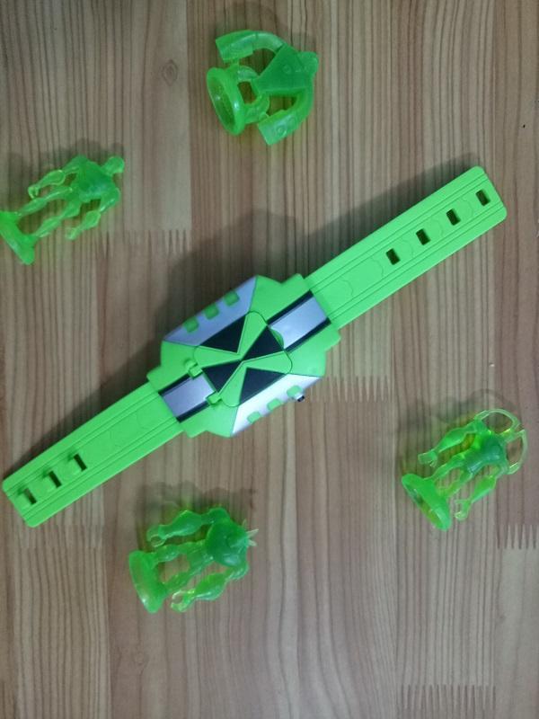 Hình ảnh đồng hồ chơi ben10 hình vuông loại nhỏ