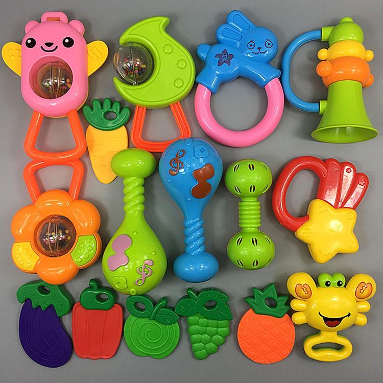 Hình ảnh Bộ đồ chơi lúc lắc, xúc xắc 16 món cho bé