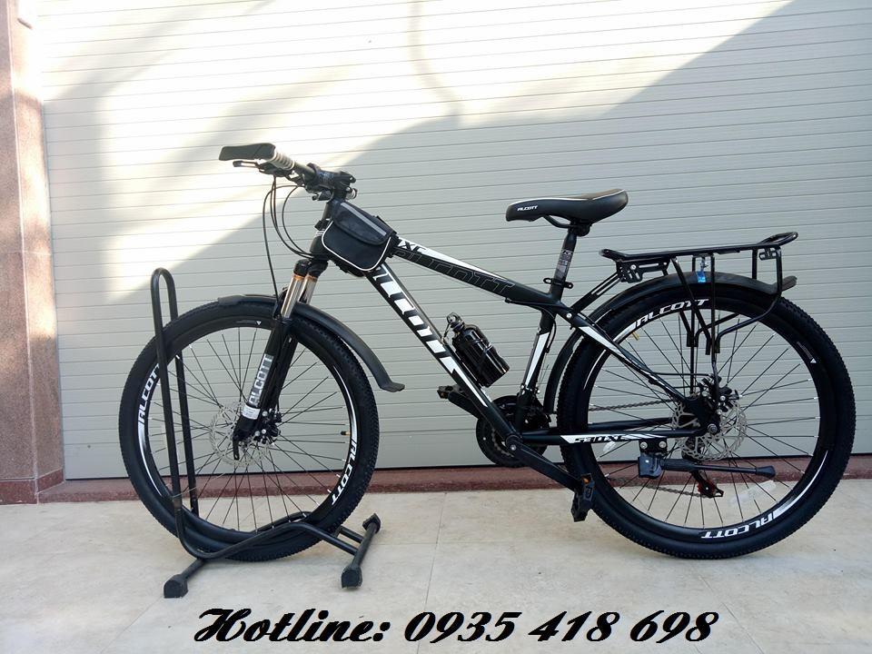 Xe đạp thể thao ALCOTT 530XC màu đen trắng