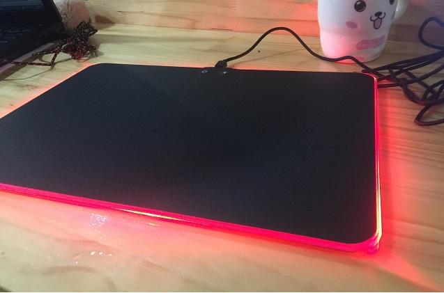 Hình ảnh Tấm lót chuột RGB kích thước 40x30 cm chạy đèn led cho game thủ kết nối cổng usb máy tính