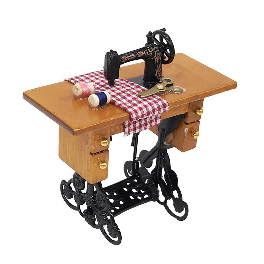 Mini จักรเย็บผ้าพร้อมสำหรับไม้ 1/12 บ้านตุ๊กตาเฟอร์นิเจอร์ By Carverstore.