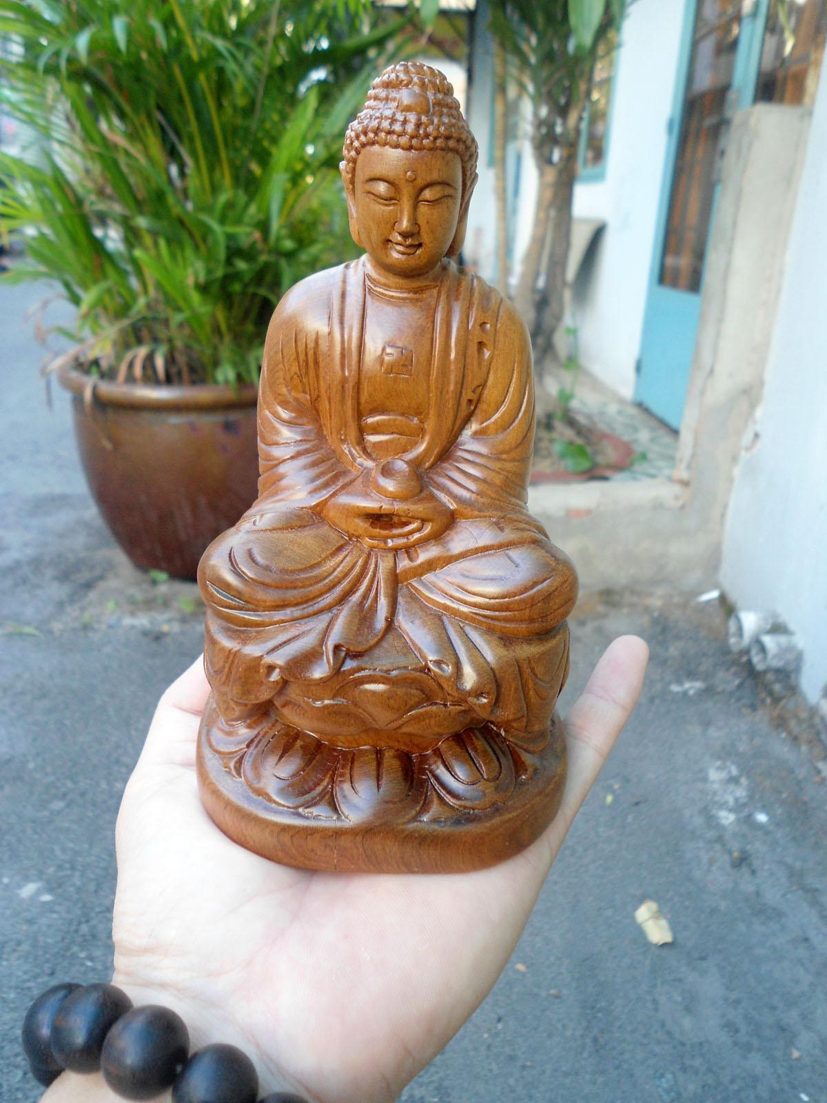 Tượng Phật A Di Đà để ô tô gỗ bách xanh