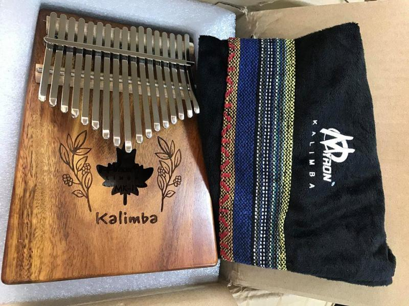 Đàn Kalimba 17 phím gỗ KOA sơn mờ kèm túi đựng thổ cẩm