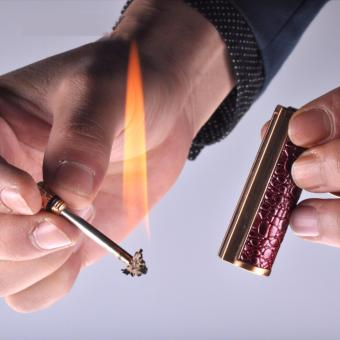 Bật lửa diêm chịu nước quẹt bằng xăng cao cấp kiêm móc chìa khóa độc đáo Honest F237 (Nâu đậm)