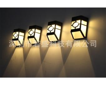 Bộ 02 Đèn Chiếu Năng Lượng Mặt Trời Future FX20 (Vuông - Ánh Sáng Vàng)