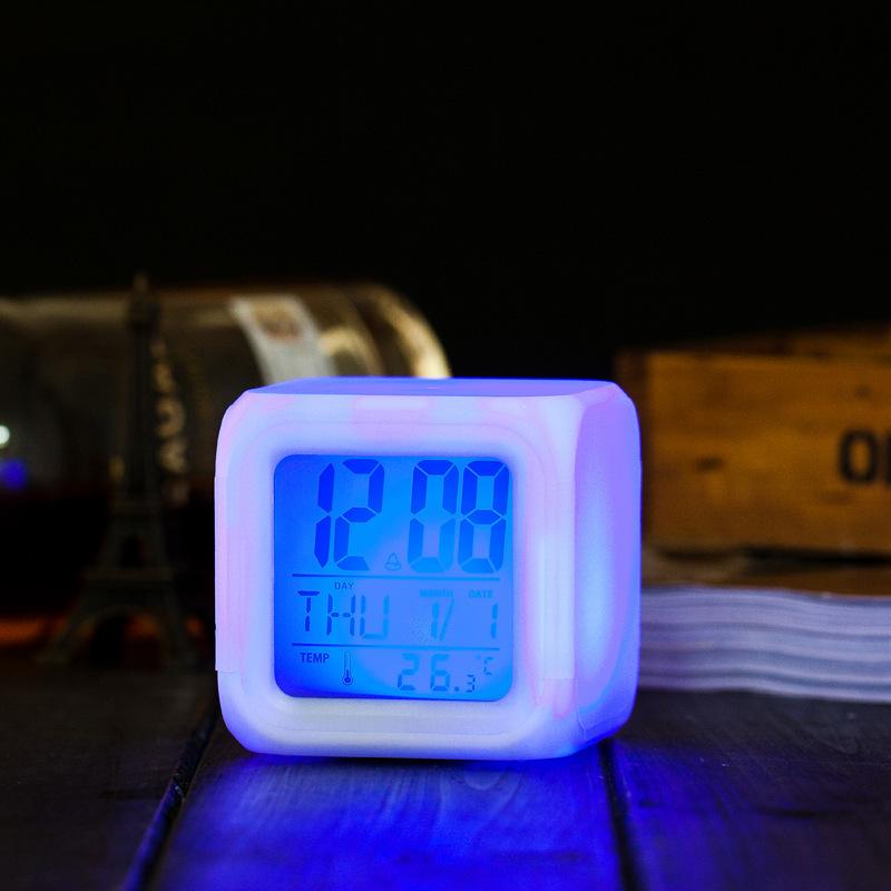 Đồng hồ led thay đổi màu sắc, có nhiệt độ, báo thức bán chạy