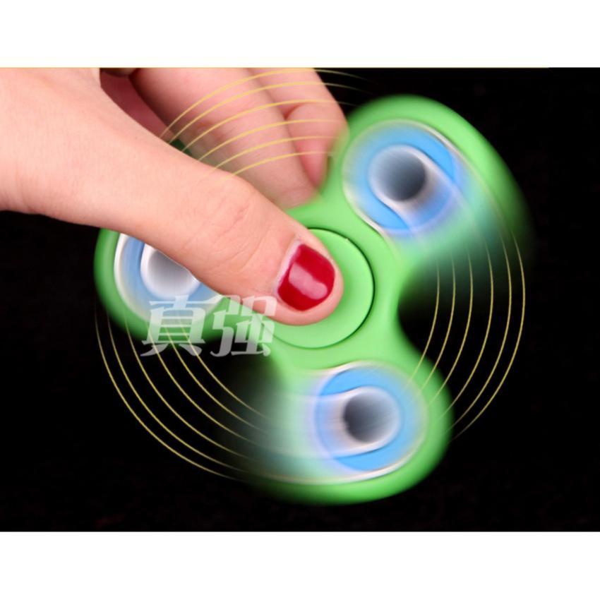 Hình ảnh Con quay đồ chơi giải tỏa áp lực stress 3 cánh bebe mart(Đen)