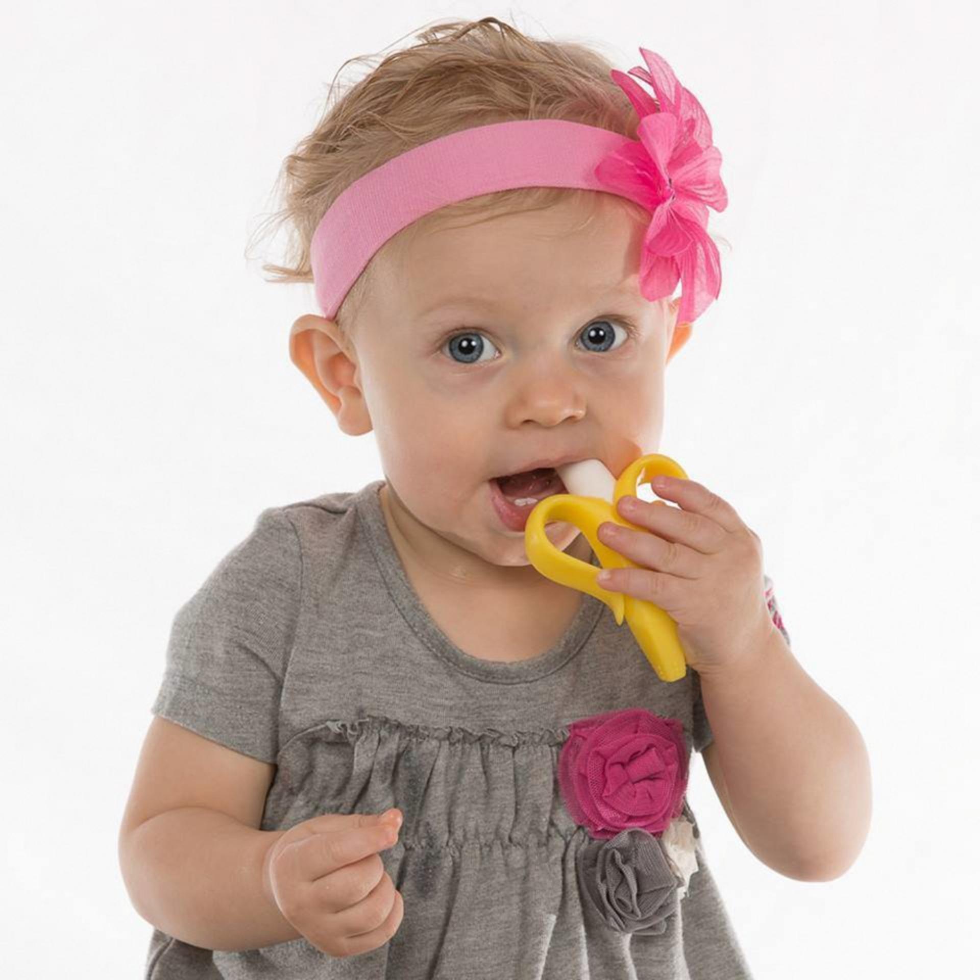 Gặm nướu và bàn chải 2 trong 1 Baby Banana từ Mỹ