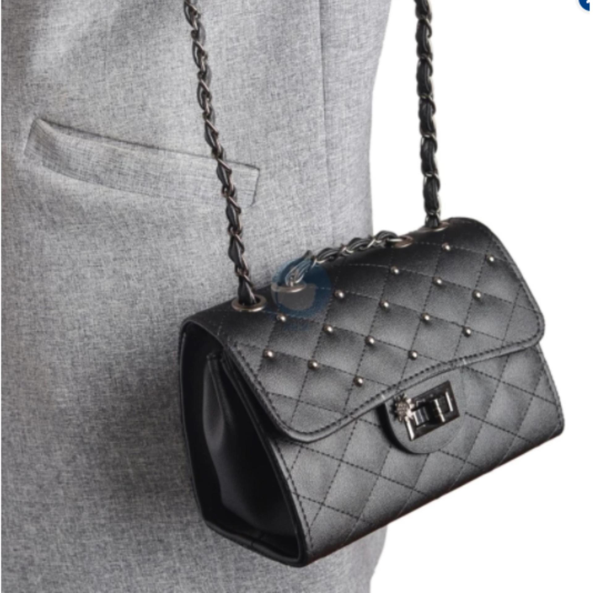 Giá Túi xách đeo chéo nữ khóa xoay hình hoa verygood MS4 – màu đen